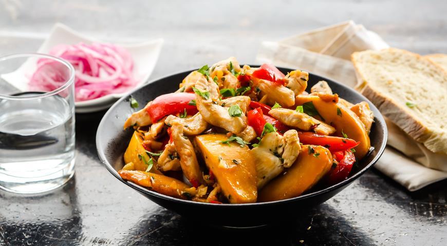 Рецепт Соте из куриной грудки с персиком и сладким перцем