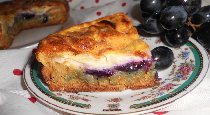 Рецепт Шарлотка с яблоками и виноградом под нежным кремом с рикоттой