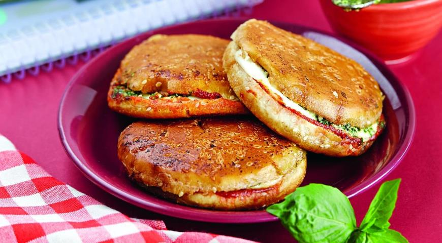 Рецепт Горячий бутерброд с моцареллой