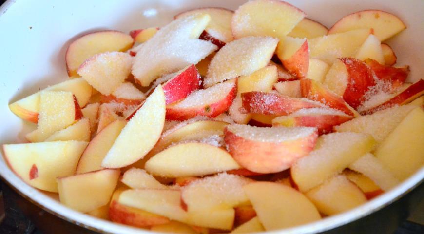 Яблочная шарлотка в сметанной заливке. Шаг 1
