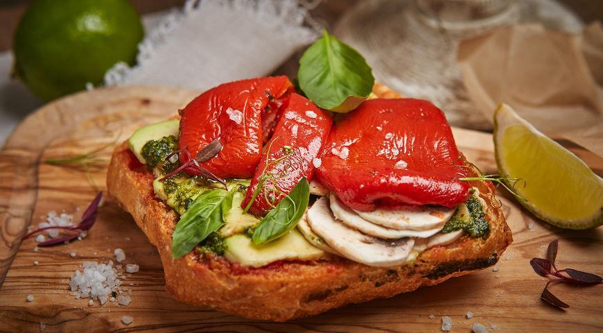 Рецепт Хрустящая брускетта с печеным болгарским перцем