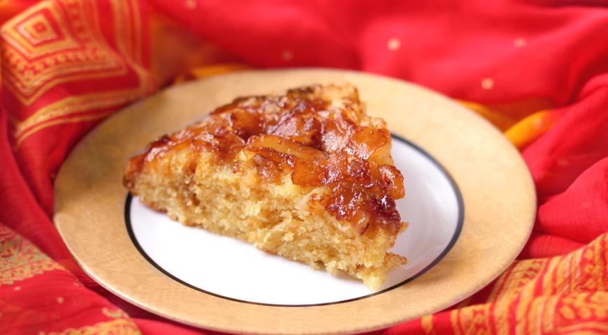Рецепт Шарлотка с карамельными яблоками
