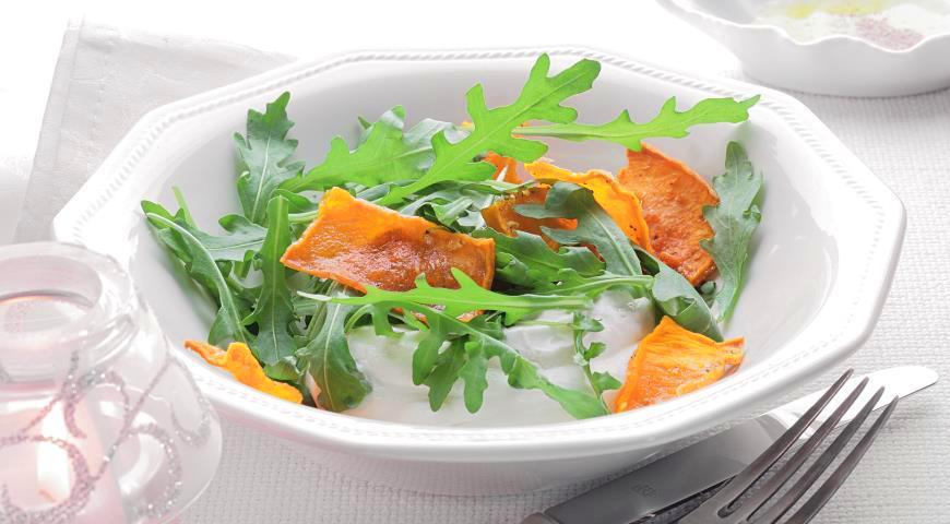 Рецепт Руккола с хрустящей тыквой и муссом из йогурта