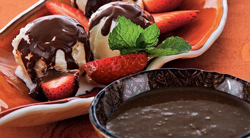 Рецепт Шоколадный соус с клубникой и виски