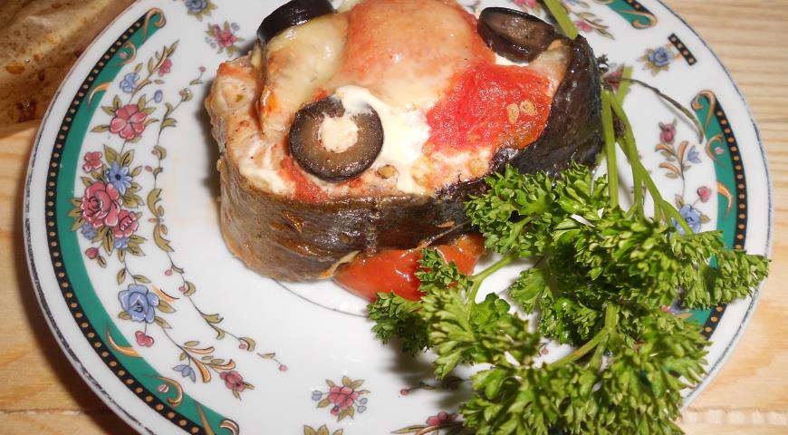 Рецепт Запеченная горбуша с маслинами, помидорами и моцареллой в пергаменте