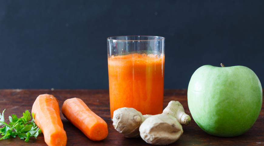 Рецепт Напиток яблочный с морковью и имбирём