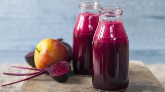 Овощной очищающий сок с яблоками