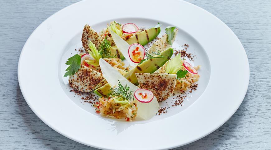 Рецепт Салат с дыней, камчатским крабом и авокадо