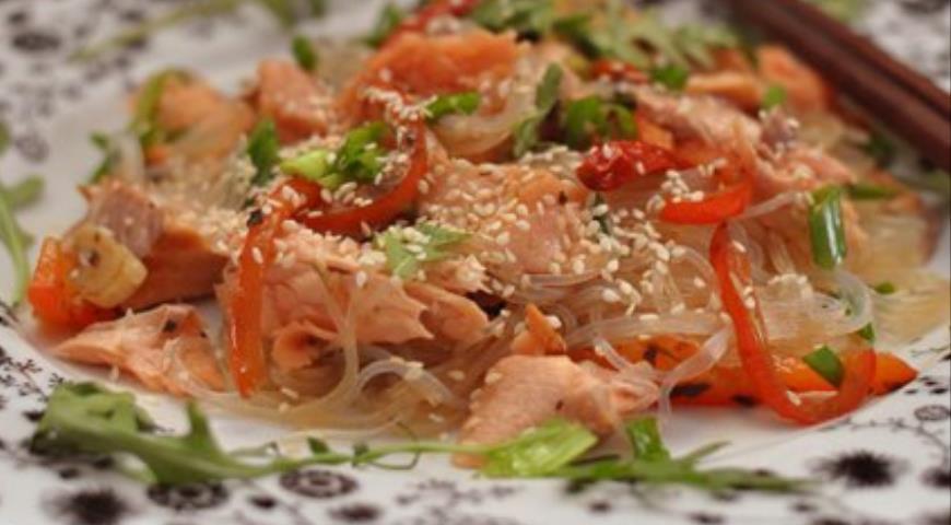 Рецепт Лосось в азиатском стиле с фэнчозой