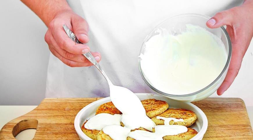 Сырники, запеченные со сметаной. Шаг 5
