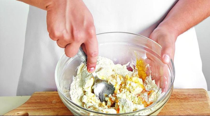 Сырники, запеченные со сметаной. Шаг 1