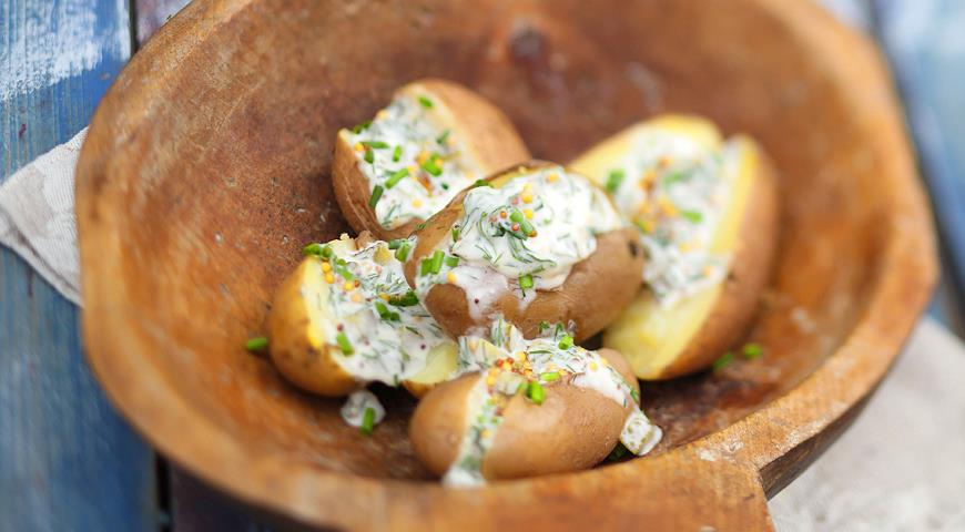 Рецепт Теплая картофельная закуска с соусом из йогурта