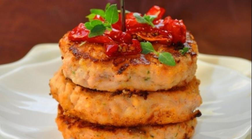Рецепт Биточки из лосося с кальмаром