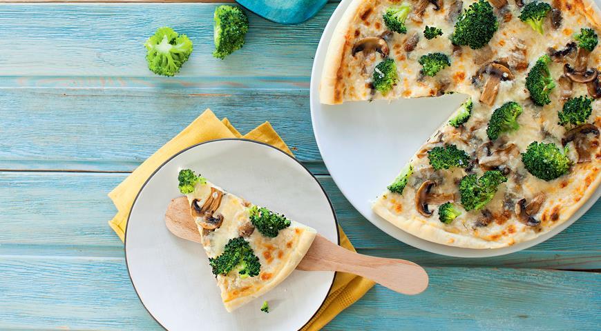 Рецепт Белая пицца с брокколи и грибами