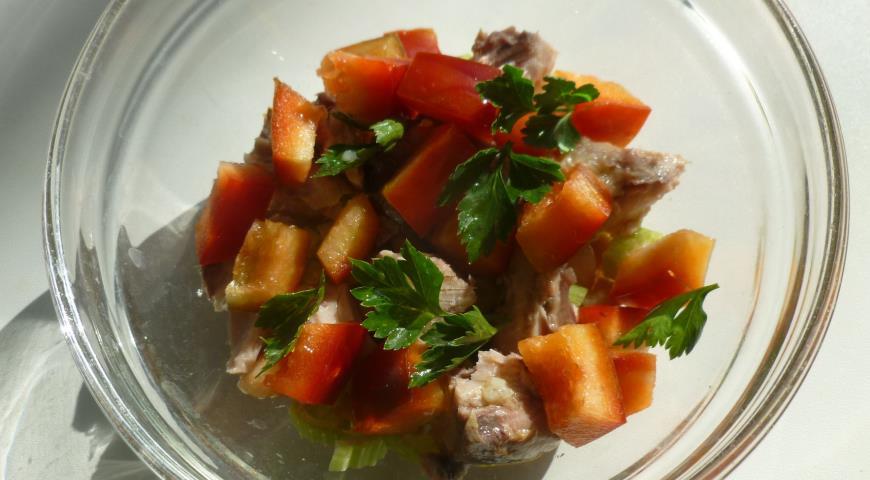 Рецепт Салат с тунцом, фасолью и овощами