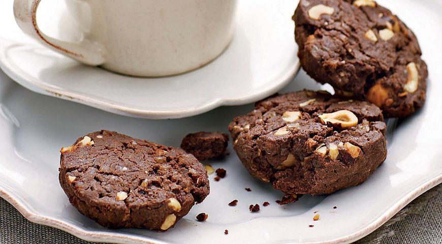 Рецепт Пряное шоколадное печенье с фундуком