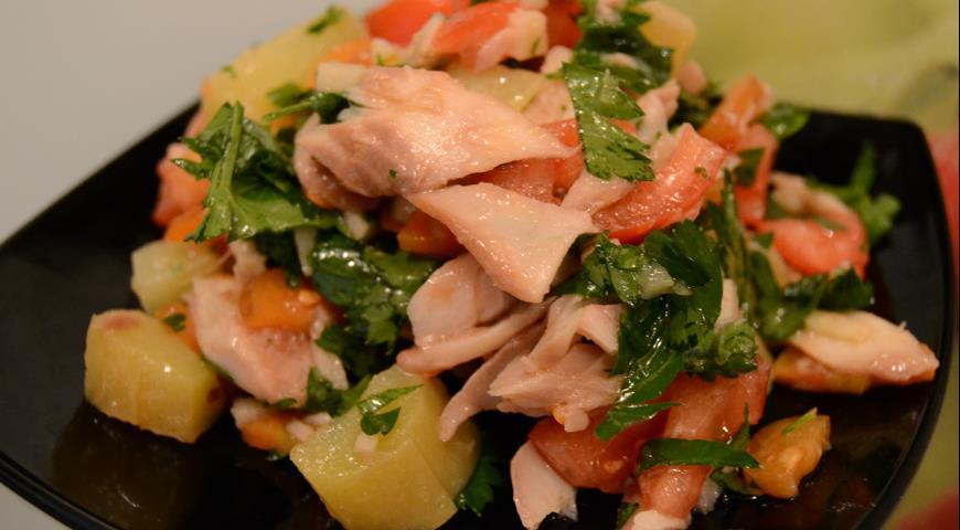 Рецепт Салат с копченой рыбой по-сербски