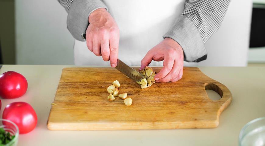 Салат из печеных баклажанов и свежих помидоров. Шаг 4