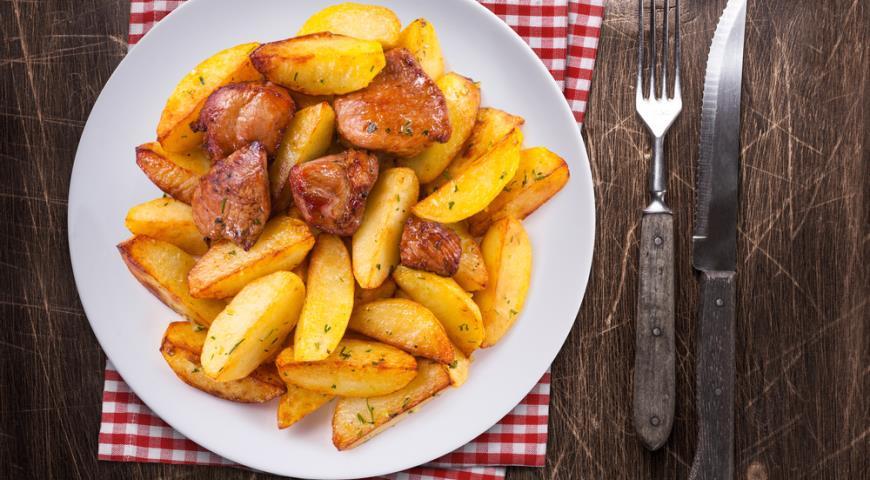 Пожарить картошку с грибами на сковороде