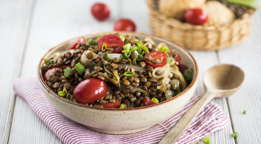 Рецепт Салат из чечевицы с жареным луком и пряностями