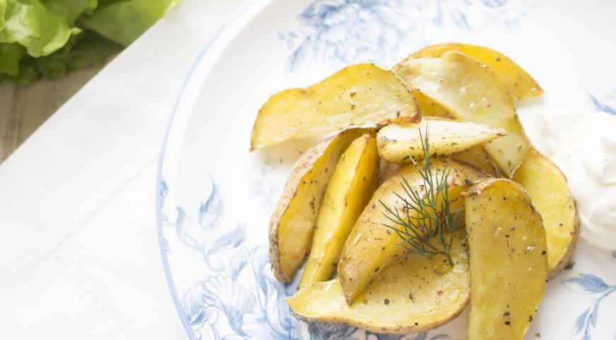 Рецепт Пряные картофельные дольки с оливковым маслом и сметаной