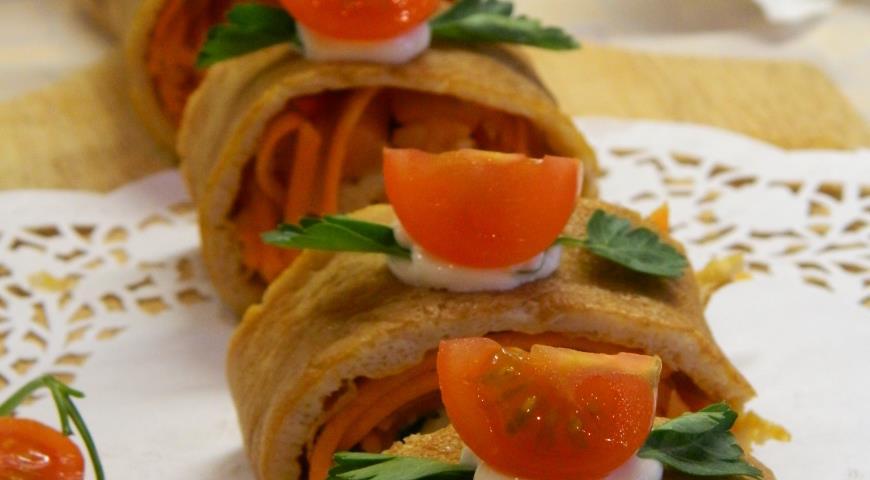 Рецепт Яичный рулет с семгой и маринованной морковью
