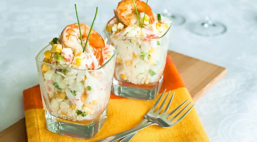 Рецепт Салат с крабовыми палочками, кукурузой и рисом