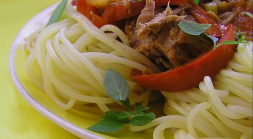 Рецепт Паста с тунцом под соусом из сладкого перца