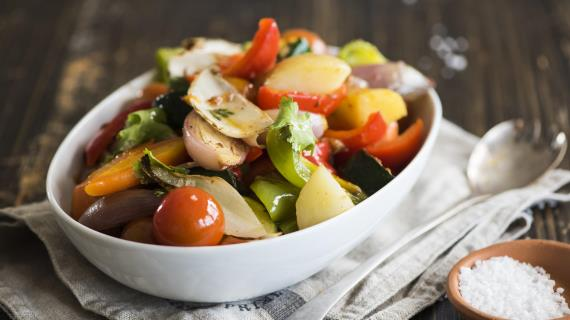 Салат из цикория с овощами