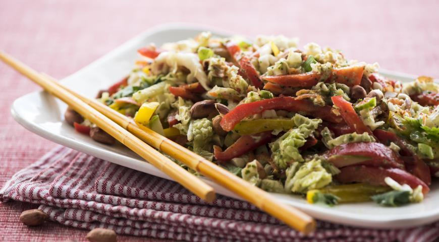 Рецепт Азиатский салат из овощей с арахисовой заправкой