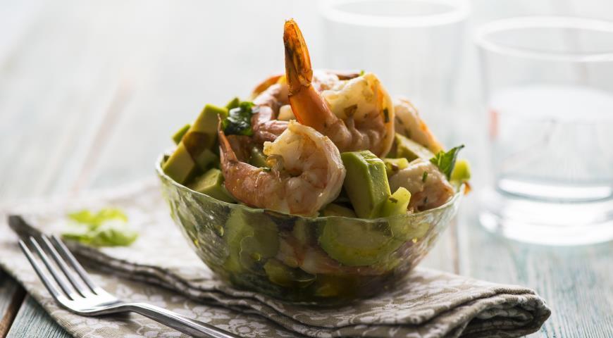 Рецепт Салат из авокадо с креветками и огурцами
