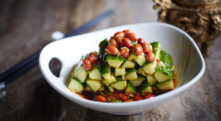 Рецепт Острые огурцы в красном масле в китайском стиле с арахисом