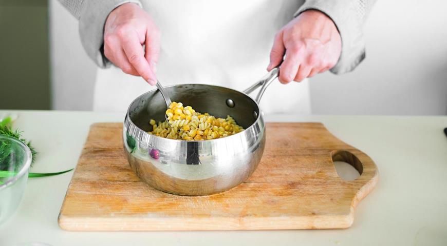 Салат из пасты с тунцом и кукурузой. Шаг 4