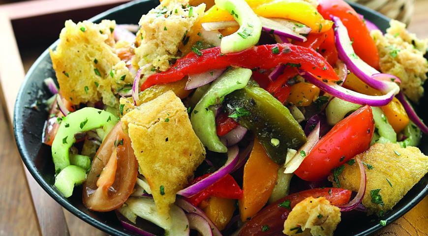Рецепт Салат из печеных и свежих овощей с чиабаттой
