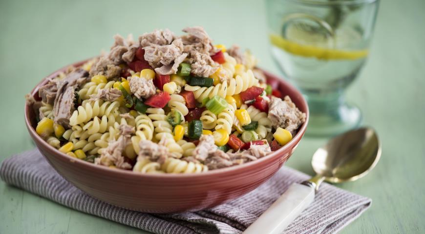 Теплый салат с пастой и тунцом — 3