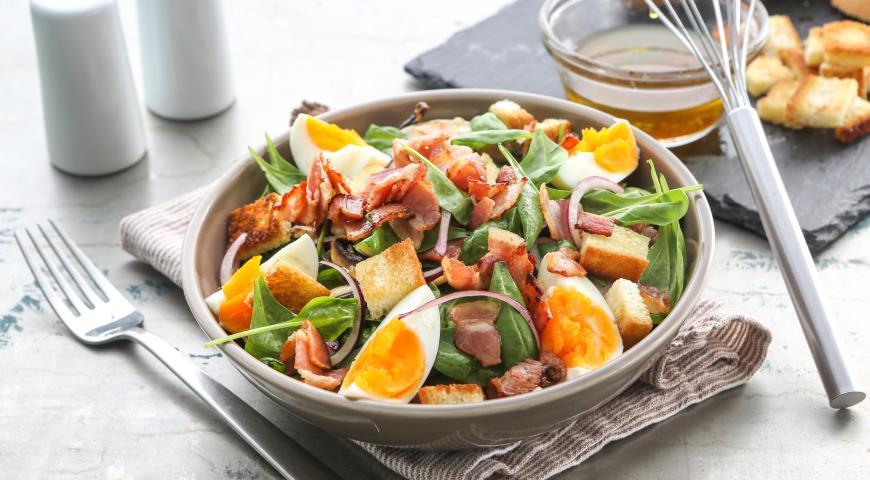Рецепт Салат из шпината с теплой заправкой из бекона
