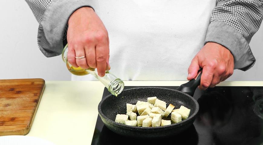Салат из шпината с теплой заправкой из бекона. Шаг 5)