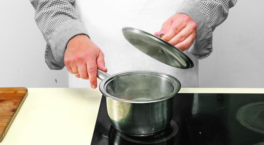 Салат из шпината с теплой заправкой из бекона. Шаг 3)