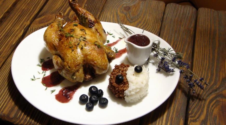 Рецепт Цыпленок de Provence с ягодным соусом и двухцветным рисовым миксом