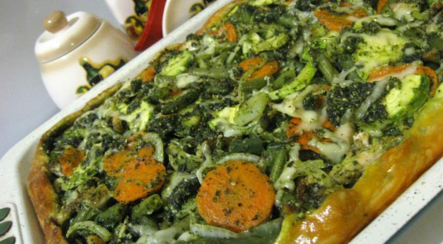 Рецепт Пирог с овощами, куриными крылышками и песто