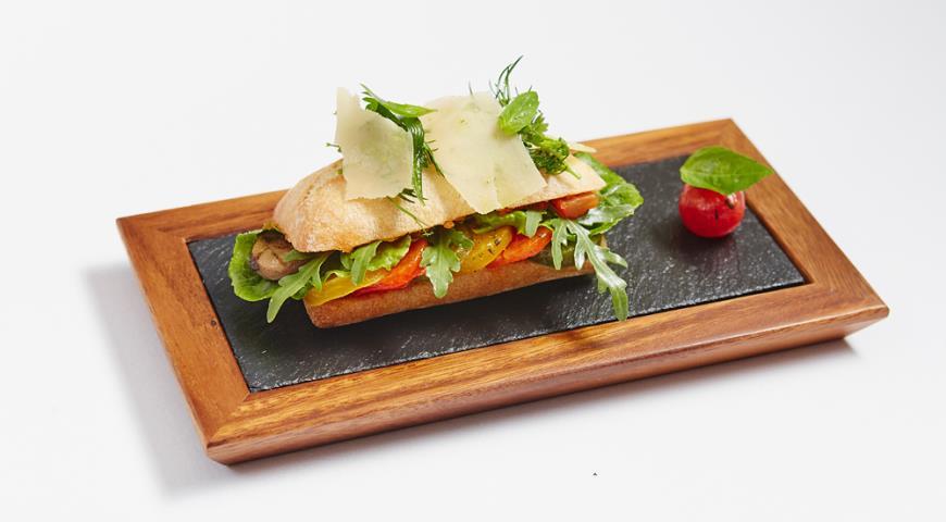 Рецепт Горячий бутерброд «Баня» с овощами и песто