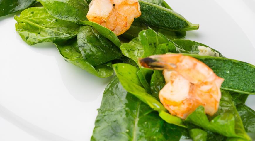 Рецепт Салат из креветок с пхали из шпината и выдержанного сыра мотал