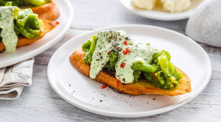 Рецепт Открытый бутерброд с сыром и пюре из брокколи