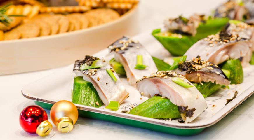 Рецепт Маринованная макрель с имбирными огурцами