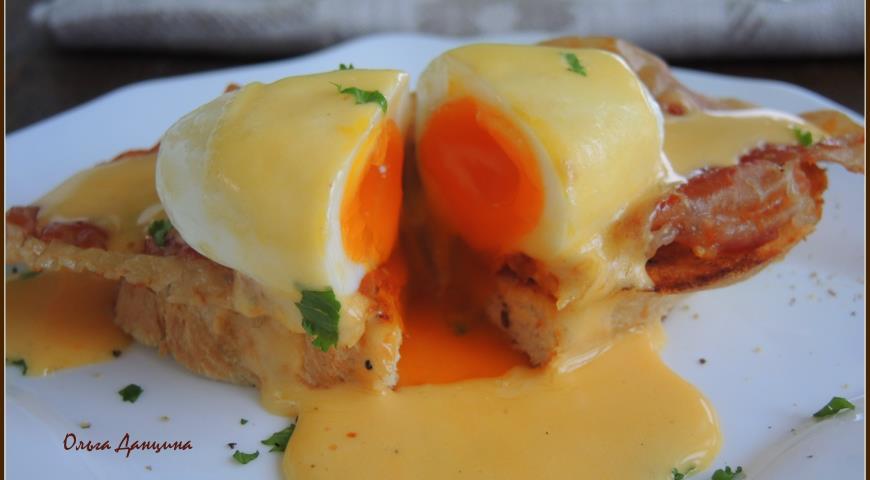 Рецепт Яйцо бенедикт под соусом оландез на завтрак