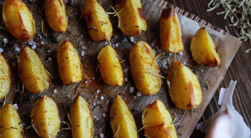 Рецепт Запечёный картофель с розмарином, паприкой и чесноком