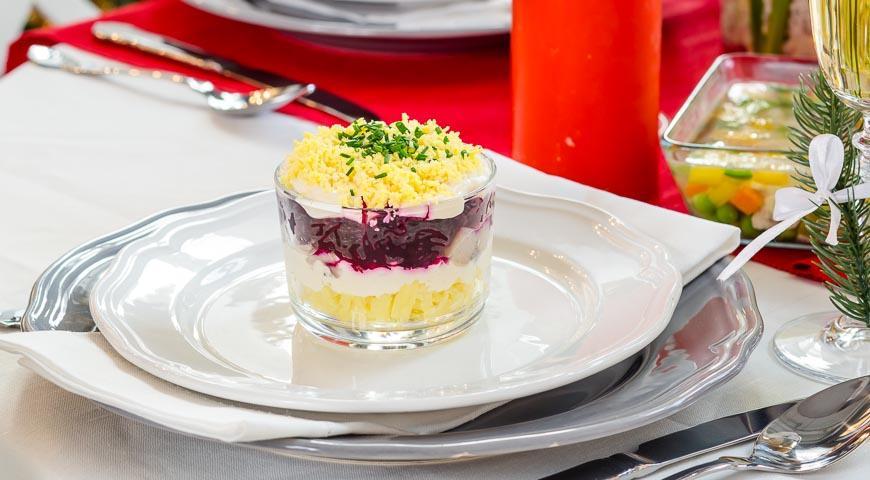 Салат селедка под шубой с яйцами рецепт с пошагово
