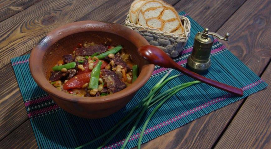 Рецепт Рагу из бастурмы с фасолью, баклажанами и «дамскими пальчиками»