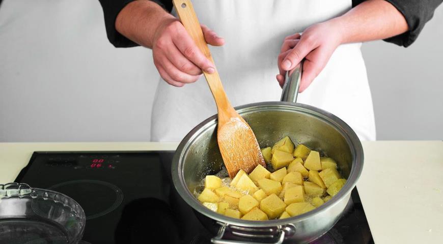 Фото приготовления рецепта: Рагу из говядины с овощами, шаг №4