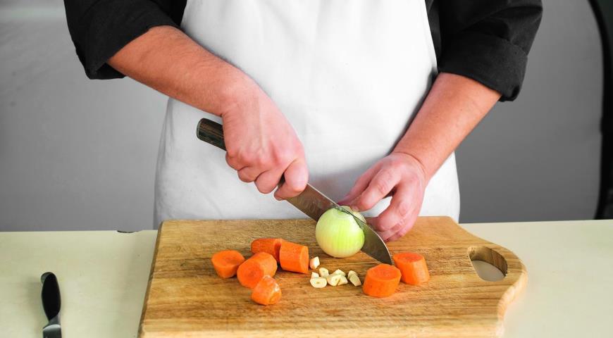 Фото приготовления рецепта: Рагу из говядины с овощами, шаг №2